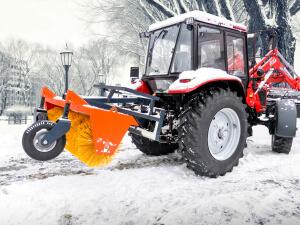 Щётка коммунальная, погрузчик Универсал VIP на тракторе Беларус 92П