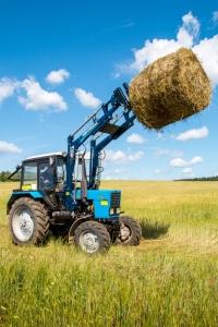 Фронтальный навесной погрузчик на трактор