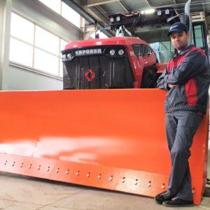 Отвал на трактор Кировец К-7М. Как работает быстросъём. Видео